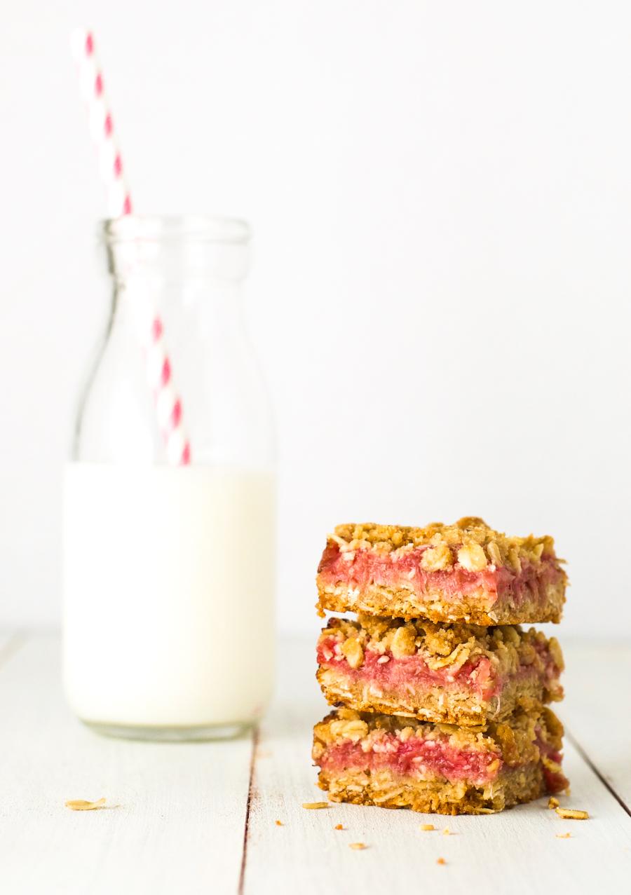Rhubarb crumble bars