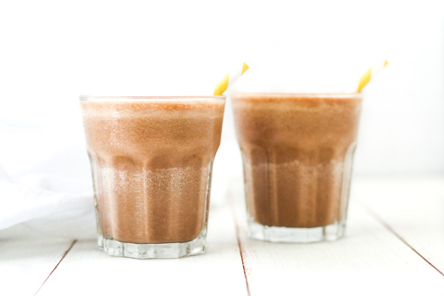 Healthy 3-ingredient chocolate banana milk